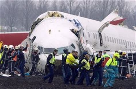 Few deaths in 737 jet crash | The Seattle Times