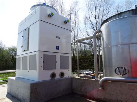 Cooling tower for cooling and aeration of wastewater flow