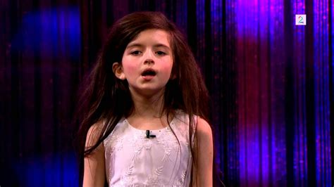 Amazing seven year old sings Fly Me To The Moon (Angelina