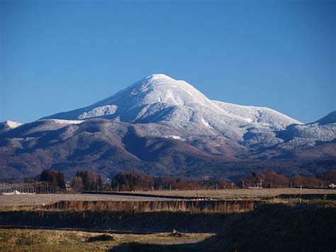 Breaking News: Mount Ontake Stratovolcano Erupts Trapping