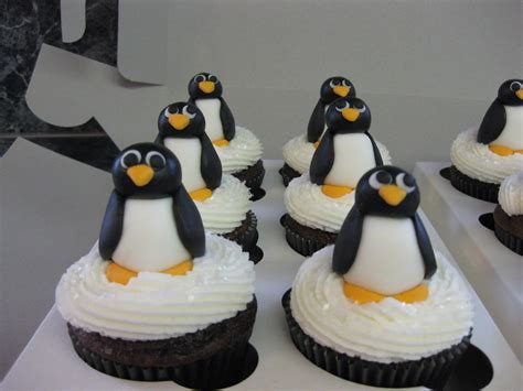 Cakes by Janelle: Penguin cupcakes