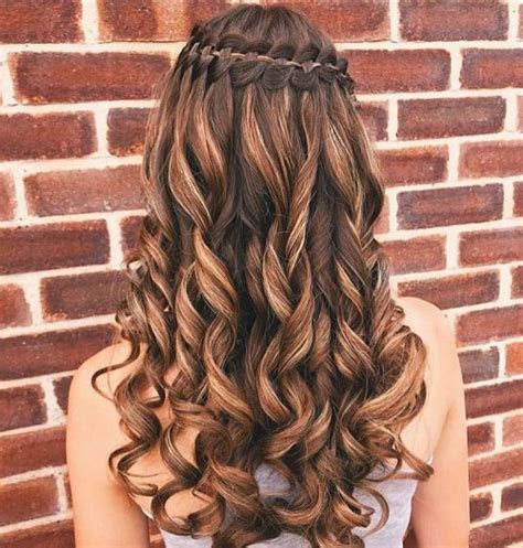 18 Stunning Curly Prom Hairstyles for 2020 - Updos, Down